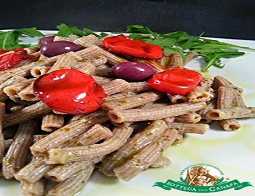 Pesto di rucola con pomodori e olive